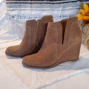 Lucky Brand Suede Tan Booties Ankle Boots